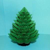 вариант создания яркой елки из бумаги самостоятельно картинка