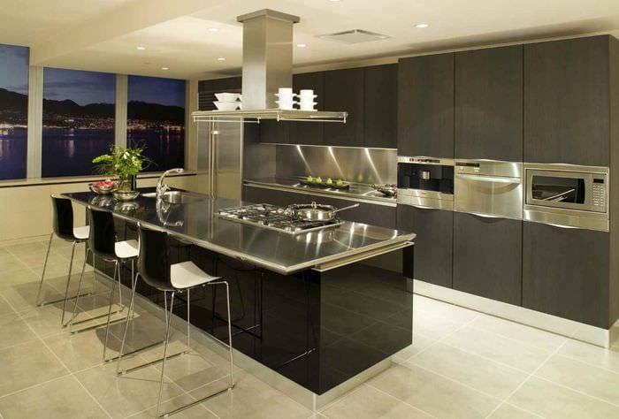 вариант красивого интерьера кухни в загородном доме