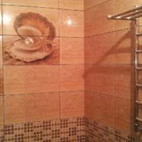 идея светлого стиля укладки плитки в ванной комнате фото