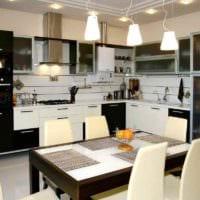 пример яркого декора кухни 12 кв.м картинка