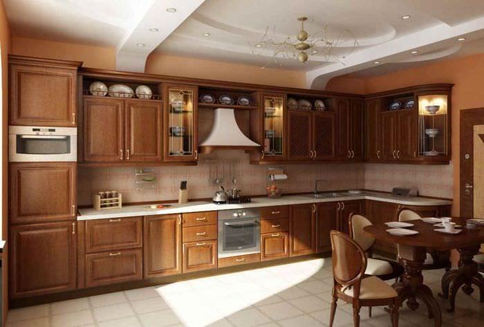 идея яркого интерьера кухни в классическом стиле