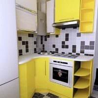 вариант яркого дизайна кухни 7 кв.м картинка