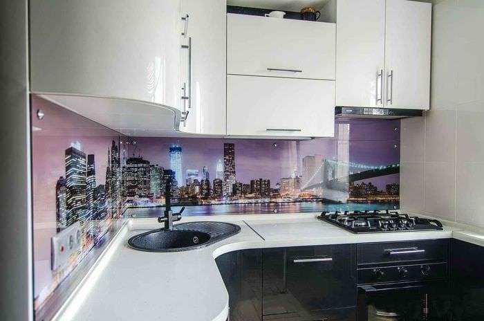 пример необычного стиля кухни 7 кв.м