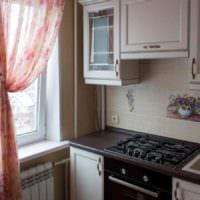вариант красивого декора кухни с газовой колонкой фото