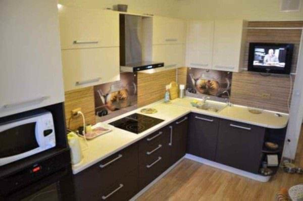 вариант яркого дизайна кухни 10 кв.м. серии п 44 картинка