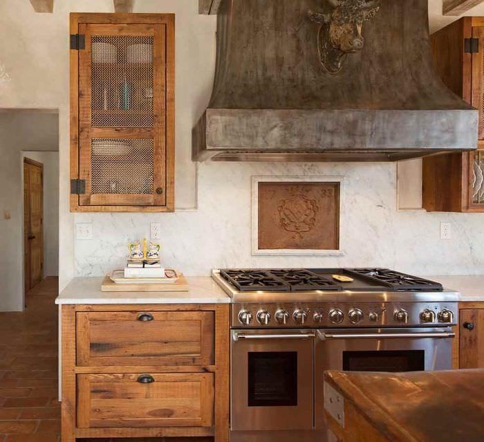 пример красивого дизайна кухни в деревенском стиле