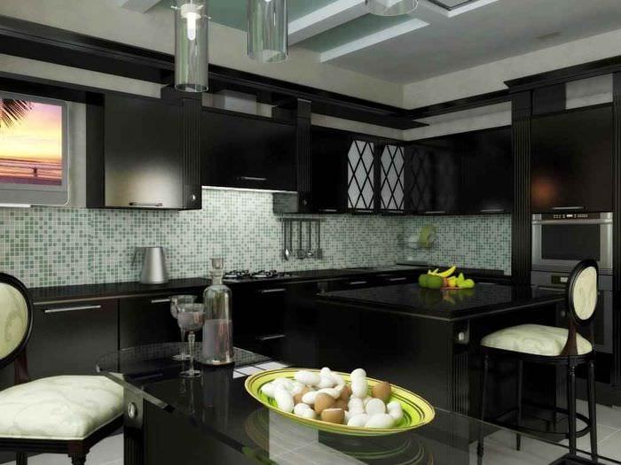 пример яркого интерьера кухни в загородном доме
