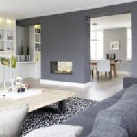 комната с серыми стенами