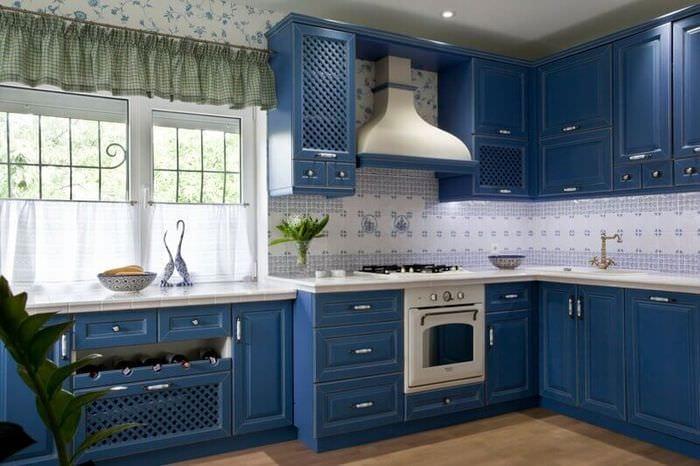 кухня прованс синего цвета
