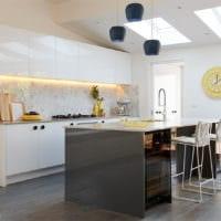 кухня в стиле хай-тек практичный интерьер