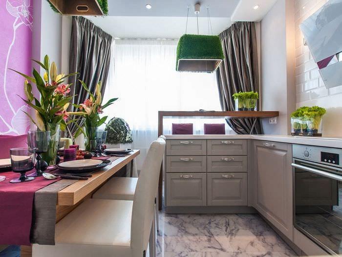 совмещение кухни с балконом