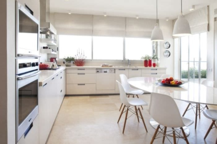 окна на кухне модерн