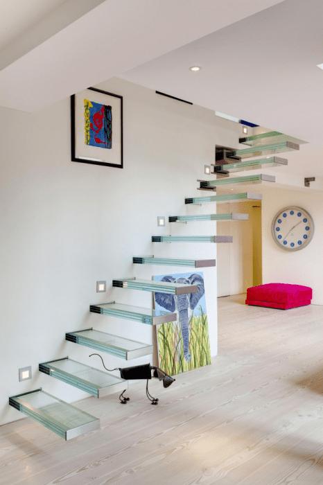 лестница с эффектом невесомости