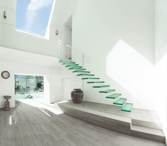 прозрачная лестница