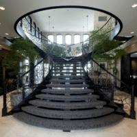 лестница в частном доме широкая