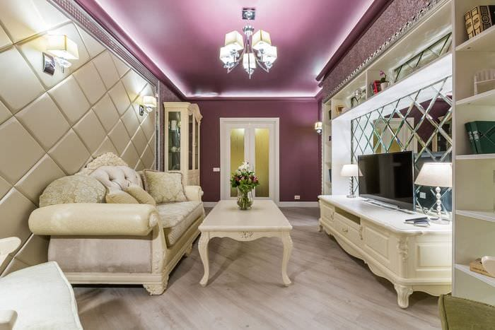 дизайн натяжного потолка в гостиной