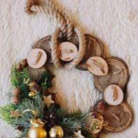 пример применения красивого стиля новогоднего венка своими руками фото