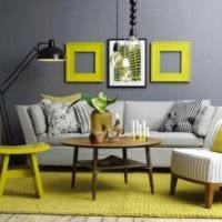 пример применения светлого желтого цвета в интерьере комнаты картинка