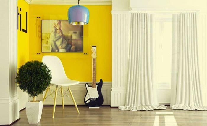 пример применения светлого желтого цвета в декоре квартиры