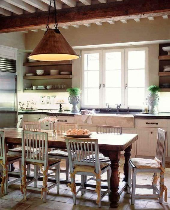 идея необычного дизайна кухни в деревенском стиле