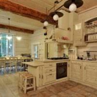 вариант необычного интерьера кухни в деревянном доме картинка