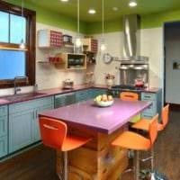идея светлого декора кухни в деревенском стиле картинка