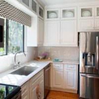 пример светлого интерьера кухни 7 кв.м фото