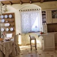 пример необычного дизайна кухни в деревянном доме картинка