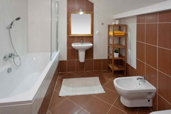 идея яркого дизайна укладки плитки в ванной комнате фото