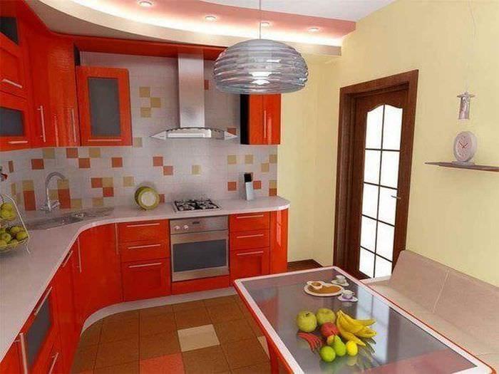 пример яркого декора кухни 10 кв.м. серии п 44