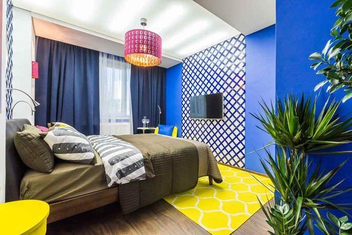 пример применения необычного желтого цвета в дизайне квартиры