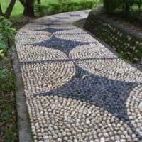 вариант использования необычных садовых дорожек в ландшафтном дизайне картинка
