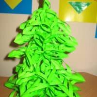 вариант создания светлой елки из картона самостоятельно картинка