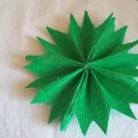 вариант создания светлой елки из картона своими руками фото