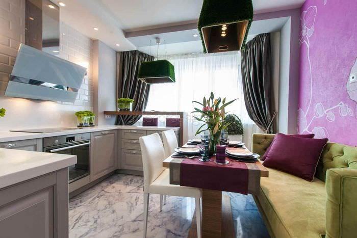 пример яркого декора кухни 11 кв.м