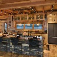 идея необычного интерьера кухни в загородном доме фото