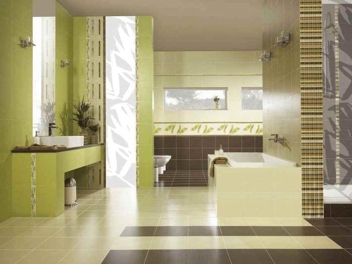 пример светлого интерьера укладки плитки в ванной комнате