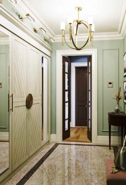 вариант яркого дизайна прихожей в частном доме фото