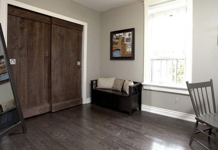 серый ламинат и мебель венге