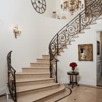 стильный дизайн лестницы в доме