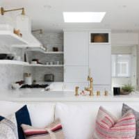 светлый дизайн кухни столовой гостиной в частном доме