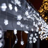 украшение окна к новому году снежинки