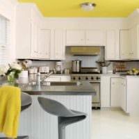 идея использования необычного желтого цвета в интерьере квартиры картинка