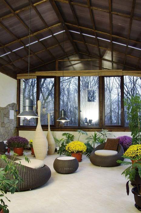 вариант использования ярких идей оформления зимнего сада в доме