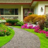 идея применения красивых садовых дорожек в ландшафтном дизайне фото