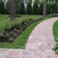 вариант применения оригинальных садовых дорожек картинка
