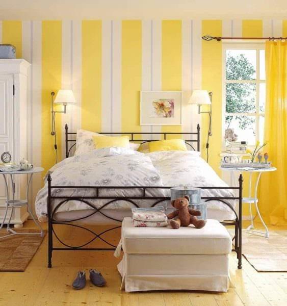 вариант применения необычного желтого цвета в интерьере квартиры картинка