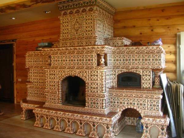 пример использования красивой русской печи в современном декоре фото