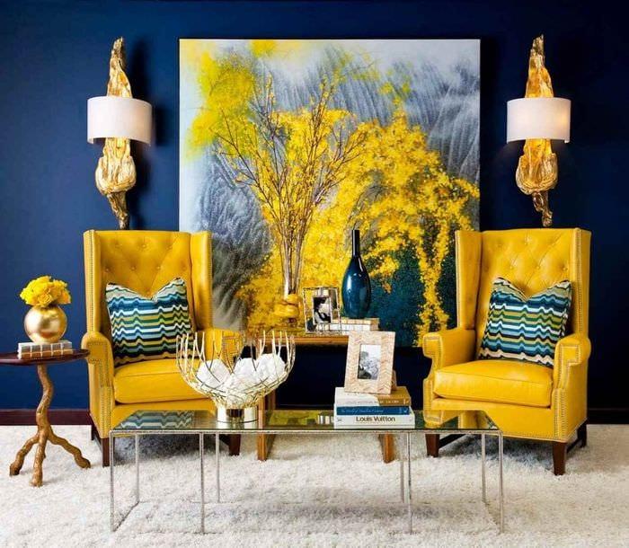 вариант использования яркого желтого цвета в декоре комнаты