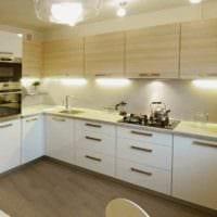 идея светлого интерьера кухни 12 кв.м фото